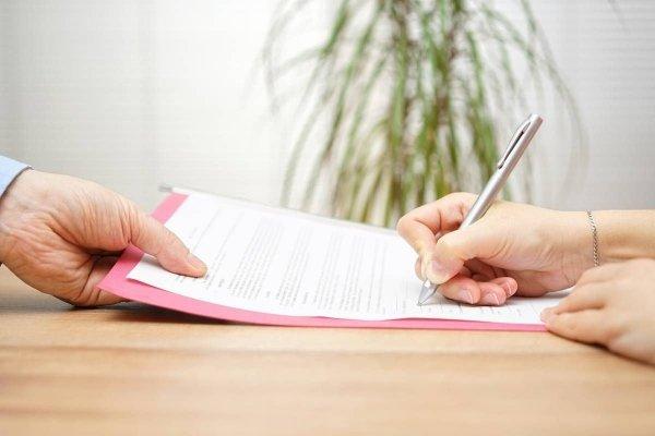 Подписание трудового соглашения с продавцом