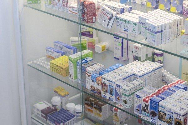 Витрина с лекарствами