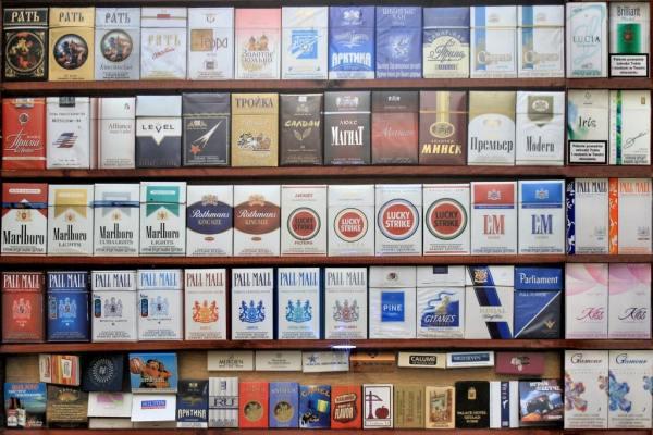 Сигареты на витрине