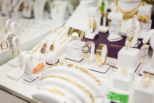 Как с нуля открыть магазин ювелирных изделий?