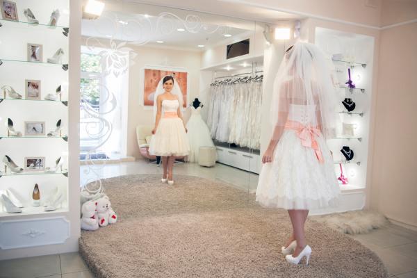 Примерочная в свадебном салоне
